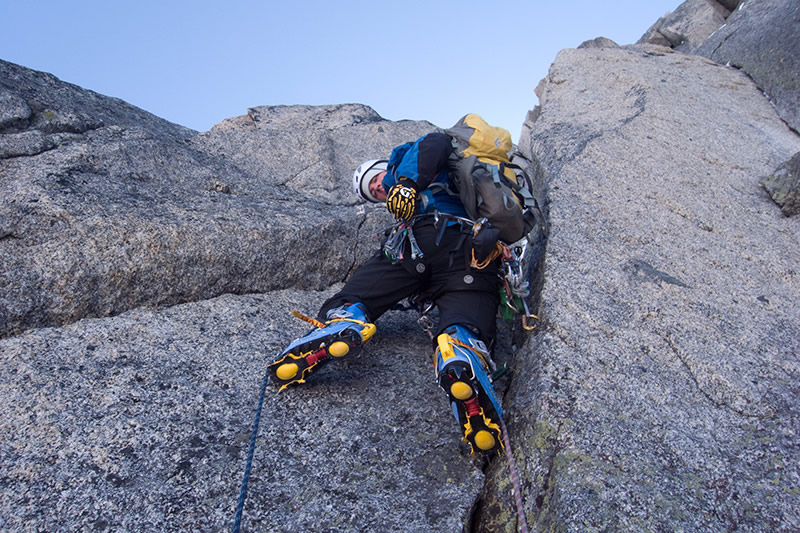 Jon giving the trousers a bashing on rough granite, 209 kb