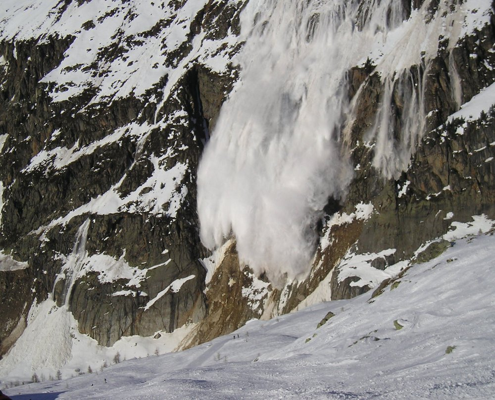 Avalanche Argentiere Chamonix (spot the people), 208 kb