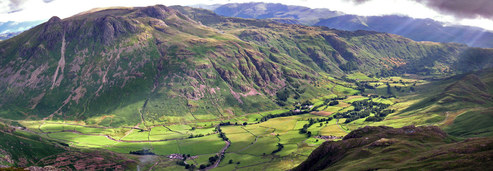 Looking down into Langdale from Pike O Blisco, 132 kb