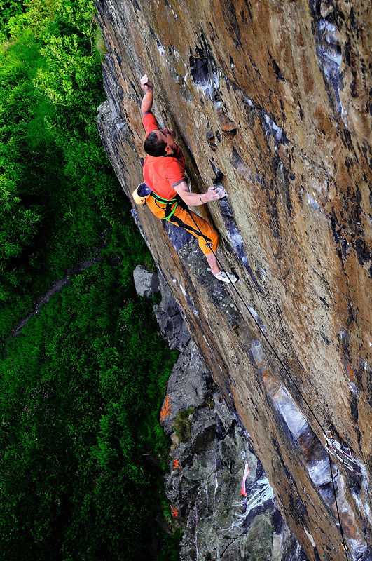 Steve McClure on the third ascent of Rhapsody 2 (Keith Sharples www.keithsharplesphotography.com), 205 kb