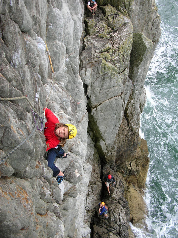 Wizz Fineron seconding the first pitch of Rat Race E3 - Gogarth, 185 kb