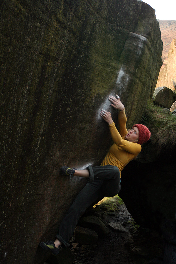 Mina Leslie-Wujastyk on Brad Pit (Font 7c+), Stanage, Peak District, 201 kb