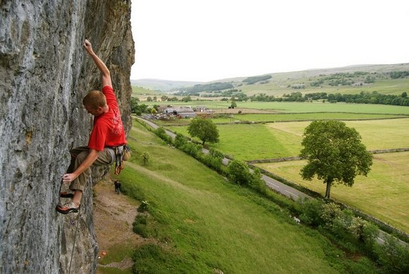 Steve Dunning stretched out on Man With A Gun F7c+ at Kilnsey, 59 kb
