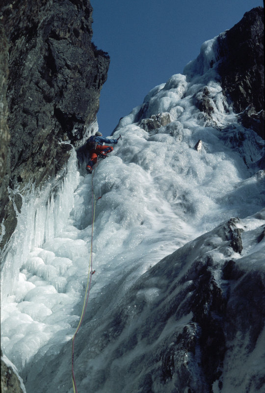 Chris Craggs on the gully left of the Cromlech in 1985., 108 kb