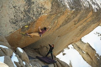 Shawn Diamond climbs Luminance - V11, 29 kb