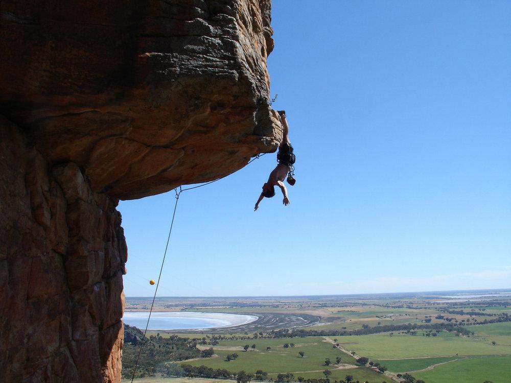 Dan Varian hangs out on Kachoong 21 Arapiles Australia, 119 kb