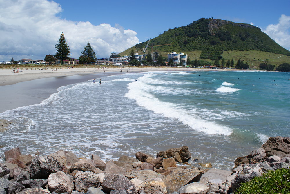 The beach looking onto Mt Maunganui , 181 kb