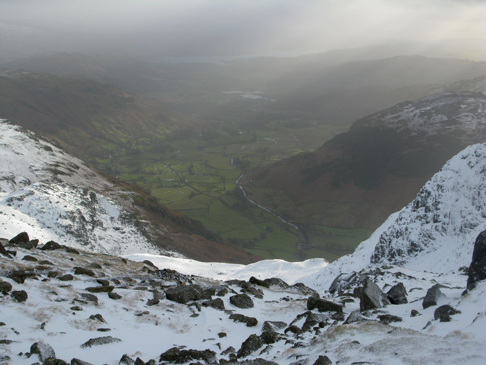 Walking across to Harrison Stickle - winds about 60mph and snowing, 133 kb