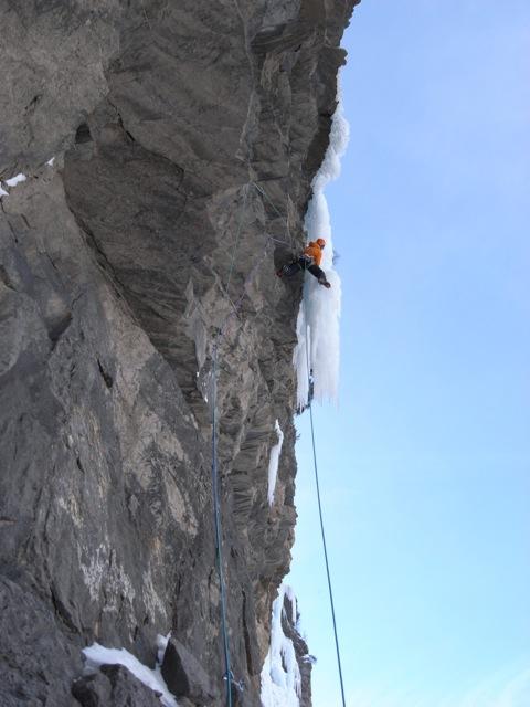 Tim Emmett on the crux pitch - L'oeil du Choucas 300m, WI7 ,M9, 75 kb