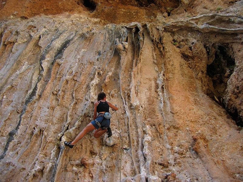 Louisa climbing Saxafon F6b+, 191 kb