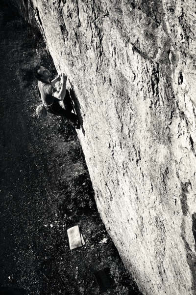 Graham Hoey attempting to onsight Pirhana (E6 6b) , 55 kb