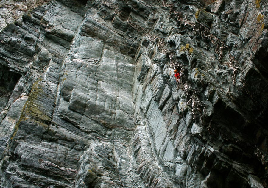 Jack Geldard leading Mousetrap - E2 - Gogarth, 183 kb