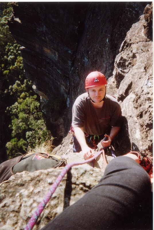 Martin finishing the traverse on Sweet Dreams, 97 kb