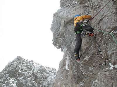 Andy Turner on pitch 3 of Bruised Violet, 33 kb