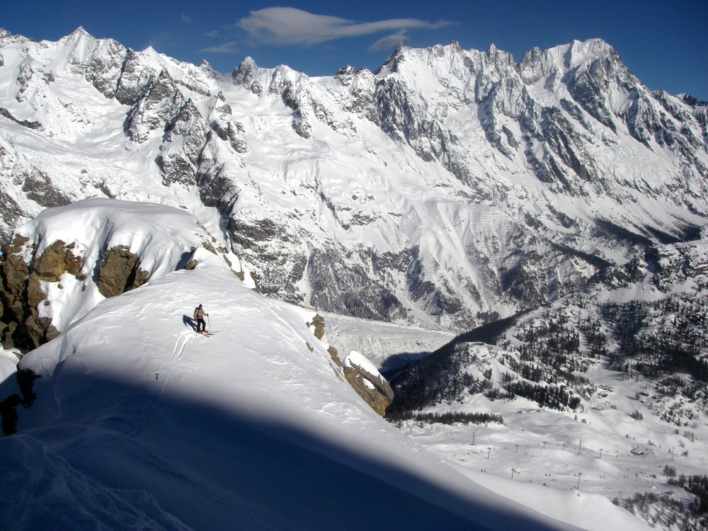 High above the Courmayeur ski lifts. South face of Grand Jorasses, Helbronner, Tour Ronde in background., 184 kb