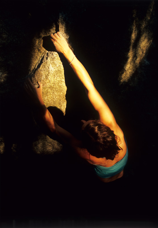 Jacky Moore warming up, Squamish boulders, Canada, 105 kb