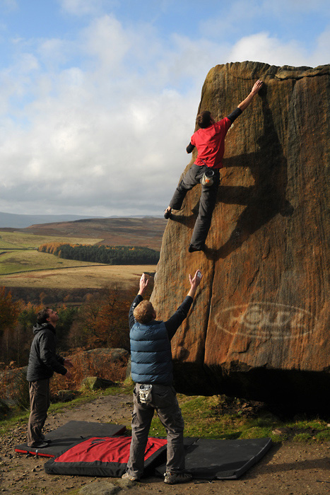 The famouse Stanage Pebble boulder in perfect chalk-free condition, 148 kb