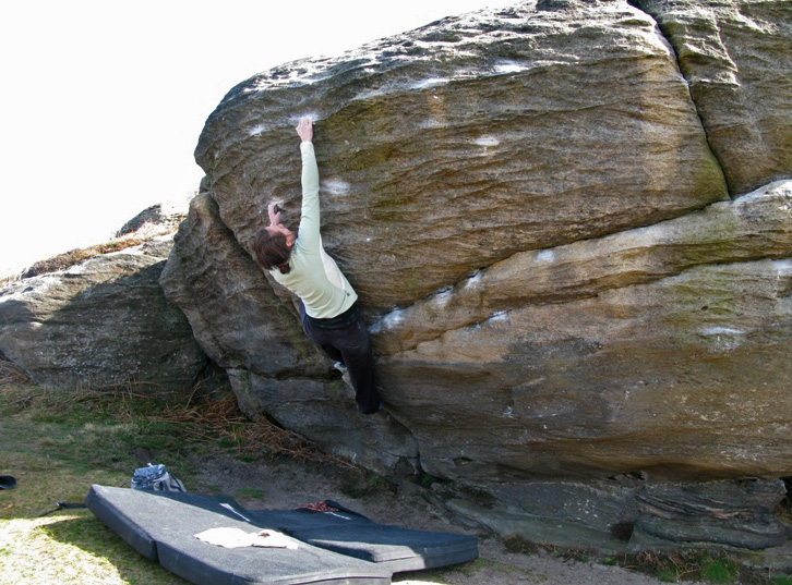 Lucinda Whittaker bouldering in Northumberland on 'Purely Belter'., 185 kb