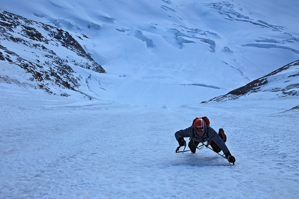 Ueli Steck racing up the lower ice field on the Colton Macintyre- Grandes Jorasses, 182 kb