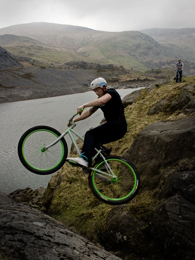 Chris Akrigg, brakeless in the Llanberis Pass, 217 kb