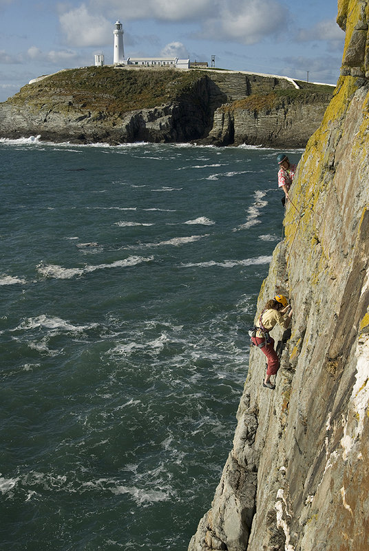Mandi Shipton and Streaky Desroy on Lighthouse Arete Direct VS 4c on Castell Helen, 151 kb