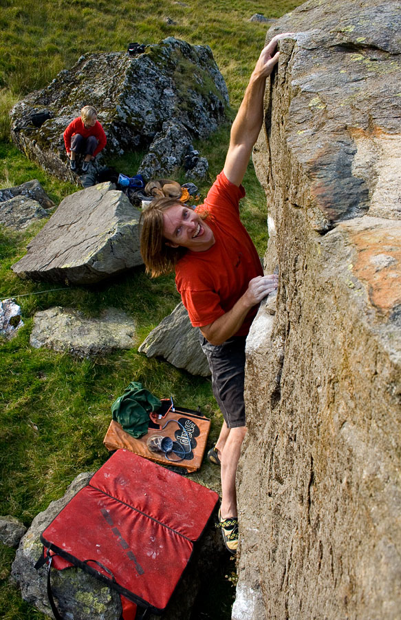 Simon Panton enjoying some summer bouldering in North Wales, 213 kb