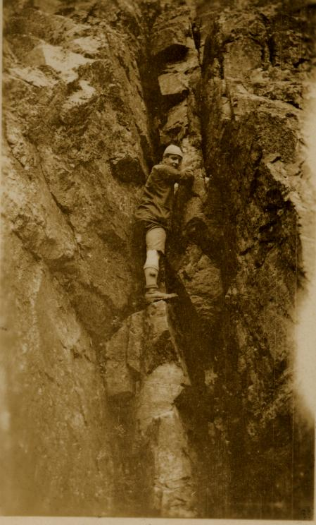 Army Hanson climbing in a chimney, 63 kb