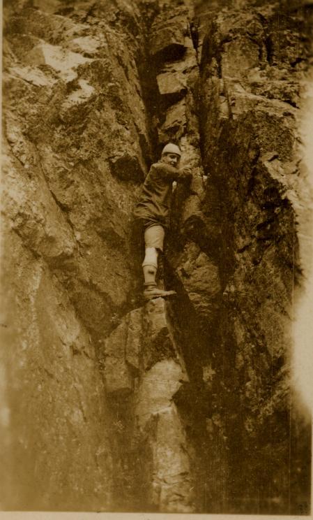Army Hanson climbing in a chimney, 63 kb
