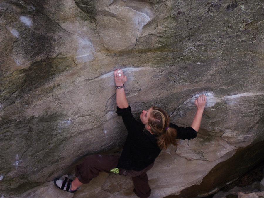 Shauna Coxsey climbing Rubis sur Angle, 7b+ at Gorge au Chat, 147 kb