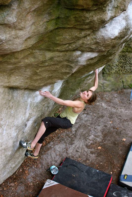 Kitty Wallace climbing Carnage, 7B+, Bas Cuvier, 138 kb
