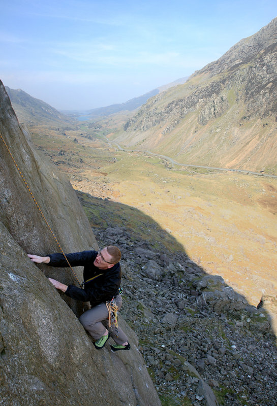 John Yates following the main pitch of Superdirect (E1) on Dinas Mot, Llanberis, 122 kb