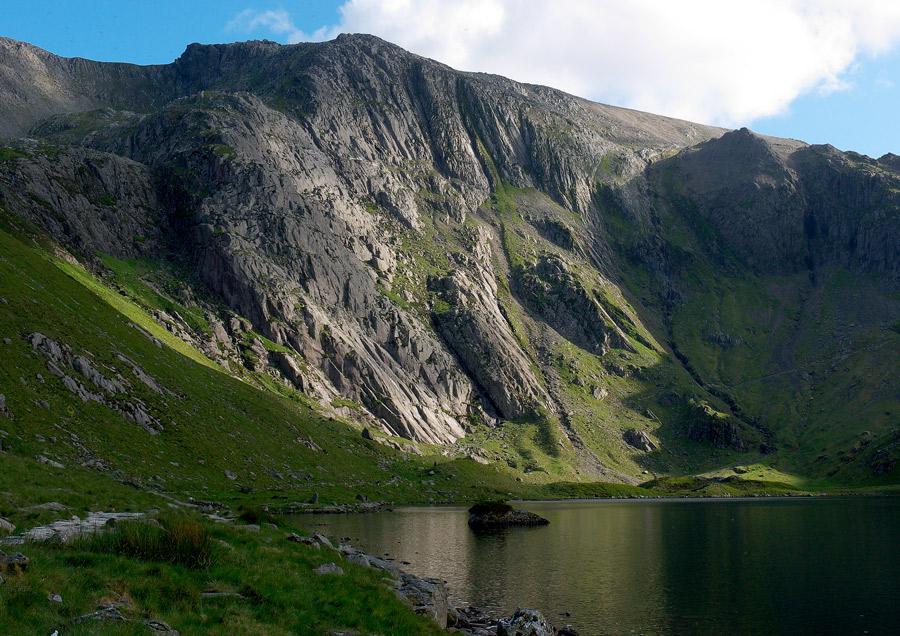 Midges, Idwal Slabs and the Upper Cliffs, Llyn Idwal., 232 kb