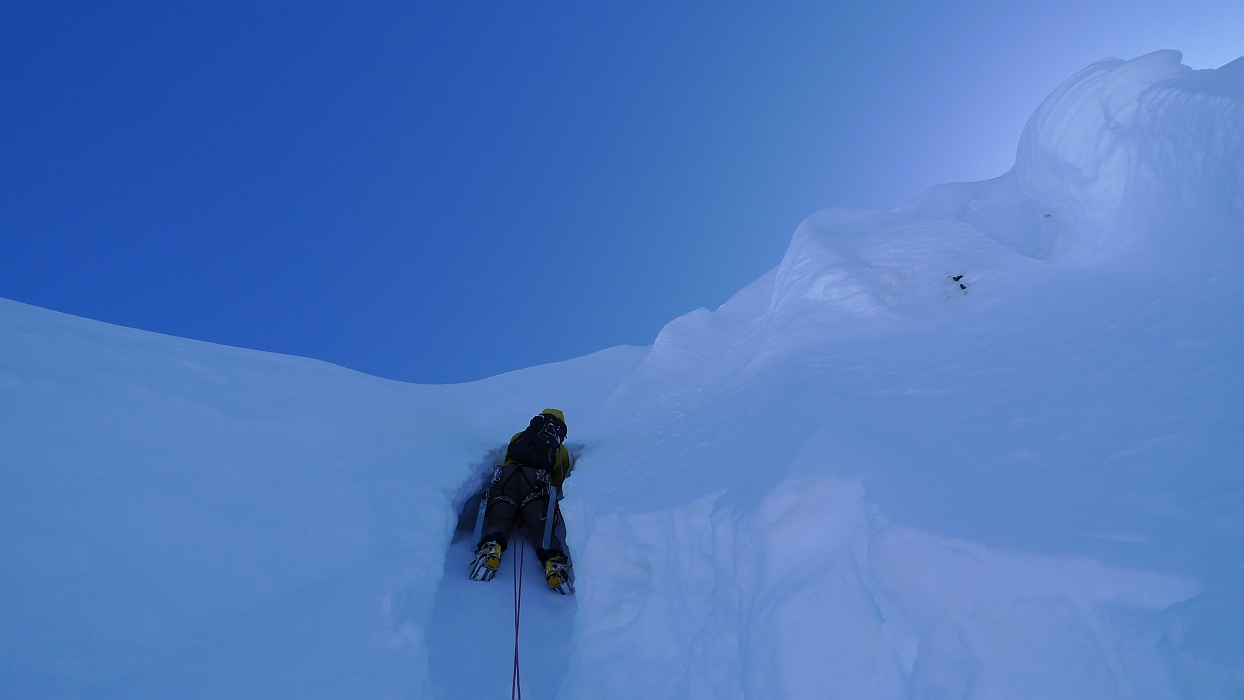 Tunnelling through some funky Alaskan snow on the 'Burrows' pitch, Amazing Grace., 198 kb