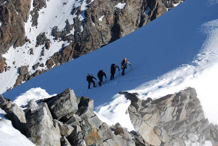 Andy Perkins with clients on the Lagginhorn, 116 kb