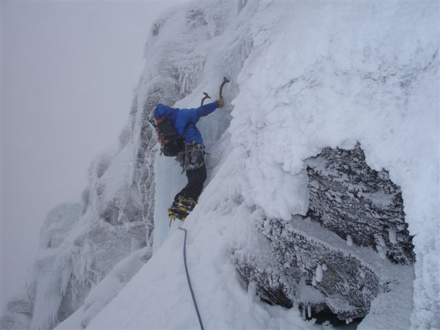 Andy Perkins (BMG) on Psychedelic Wall, Ben Nevis, 37 kb