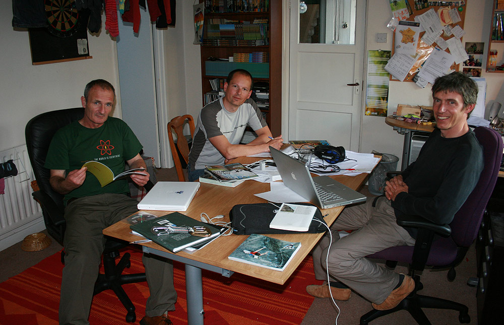 Mick Ryan, Nick Smith and Alan James at the UKClimbing.com nerve centre, 170 kb