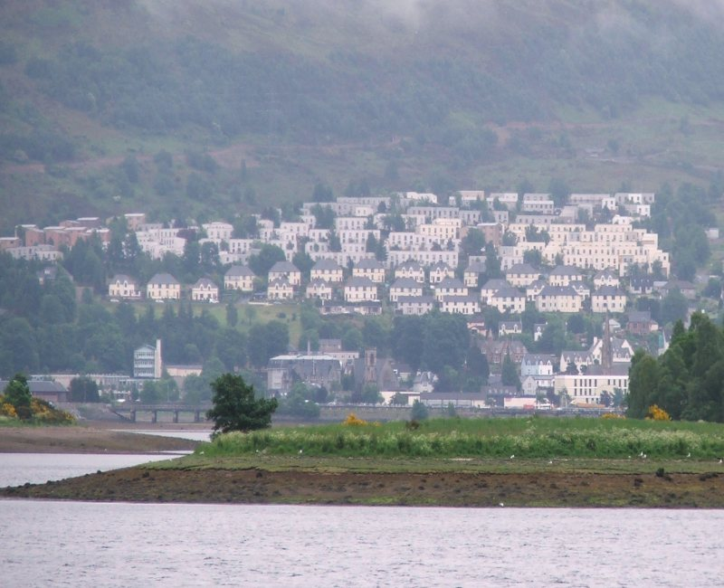 Fort William as seen from Loch Linnie, 87 kb