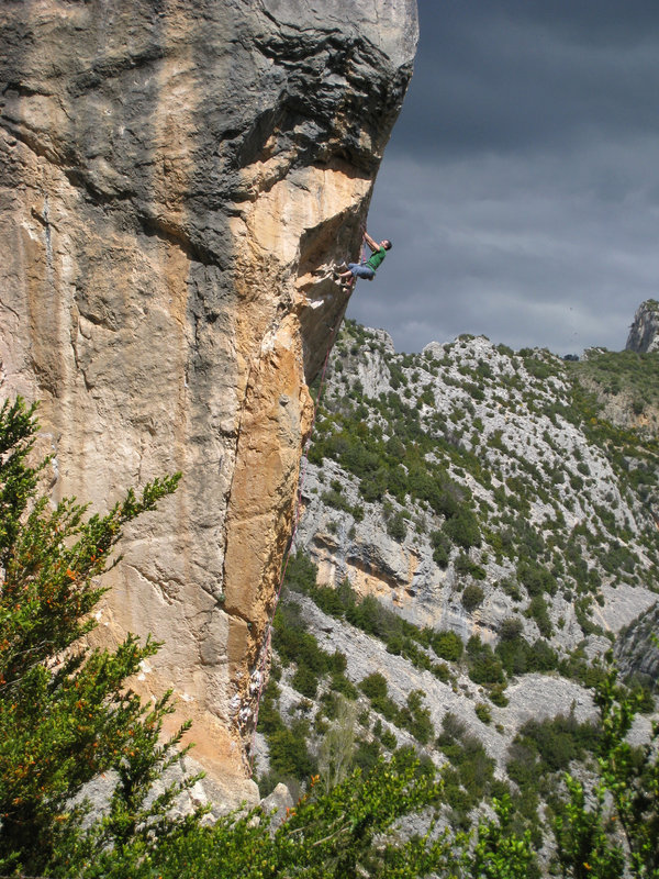 An absolute classic route of the grade - 'Objetivo' (F6b+), Rodellar, 190 kb