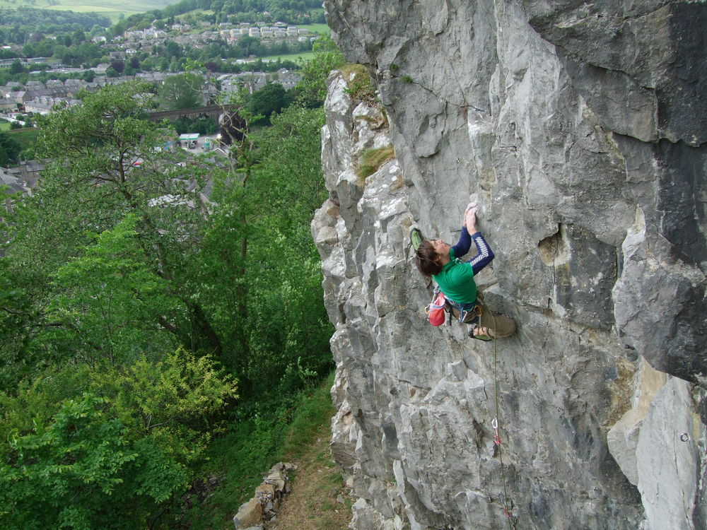 Ben Hirst on Practically Everything, F7a, Castlebergh Crag, 206 kb
