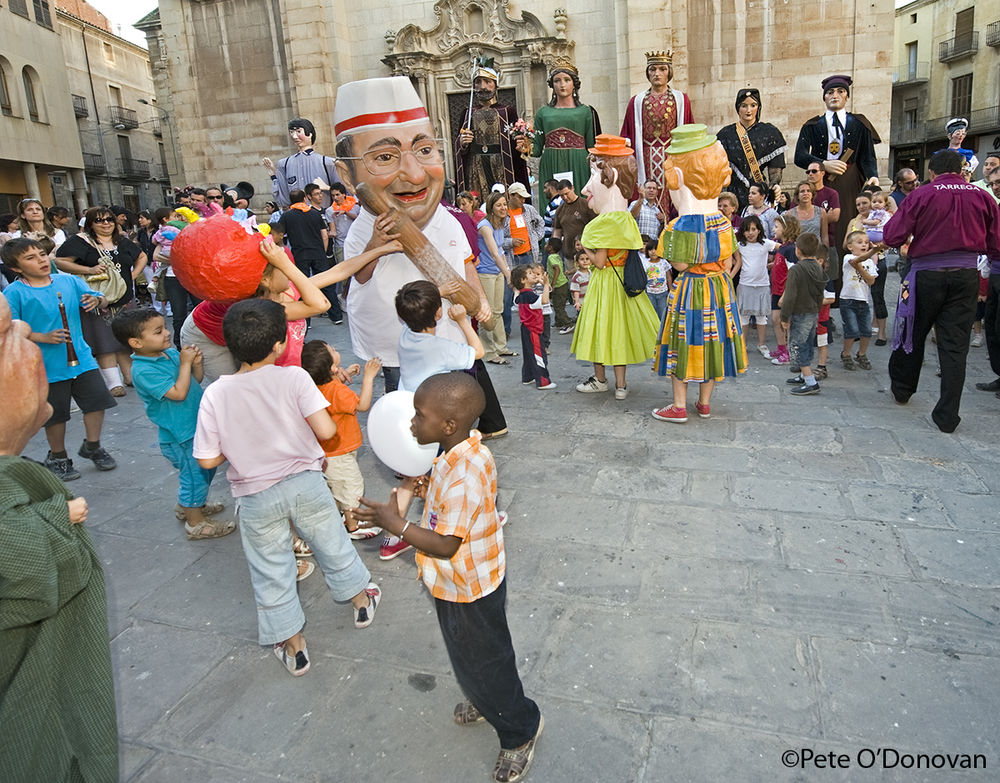 More fun in the streets — his time it's a procession of 'Capgrosos' (big heads) and 'Gegants' (giants), 209 kb