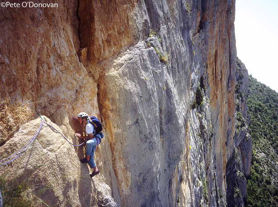 A walk on the wild side: Andy Hyslop seconding pitch 5 on �Latin Brothers� (500m 7a) on the awesome Paret de Catalunya., 218 kb