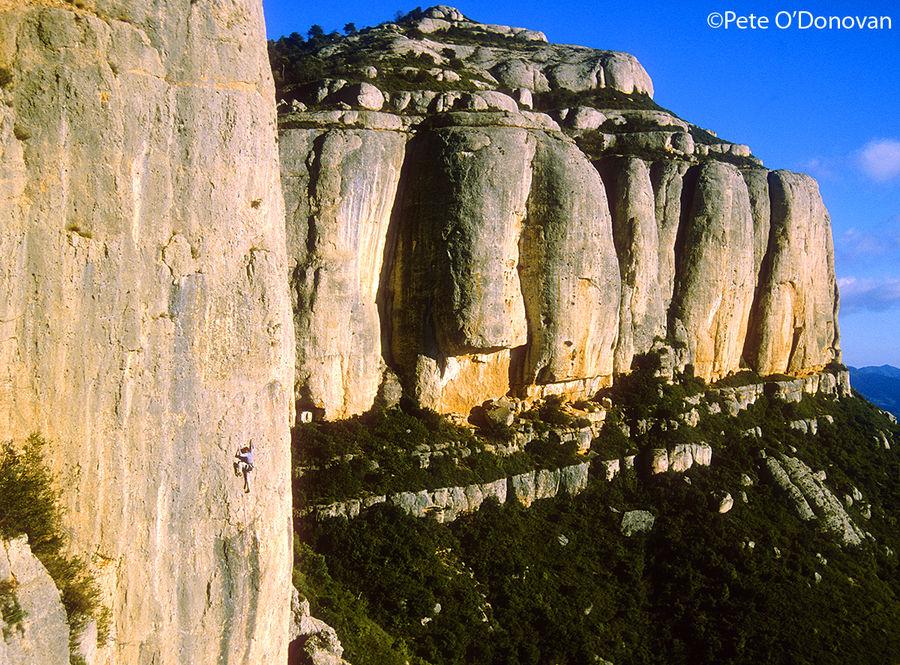 Climber on 'Així de Bé' (6b+) on the magnificent walls of Racó de Missa in Montsant., 225 kb