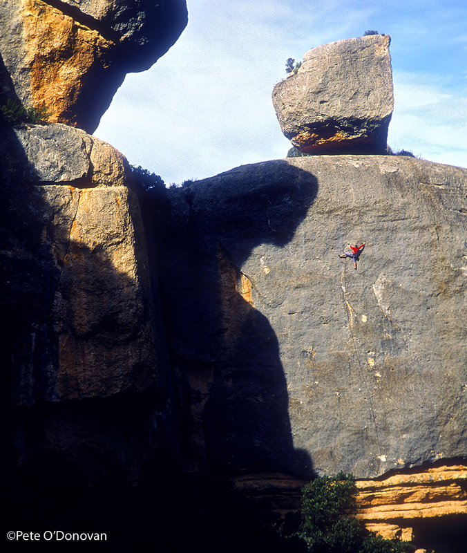 Albert Cortés on �Garotiña� (7a), one of the many superb conglomerate climbs at Margalef, 165 kb