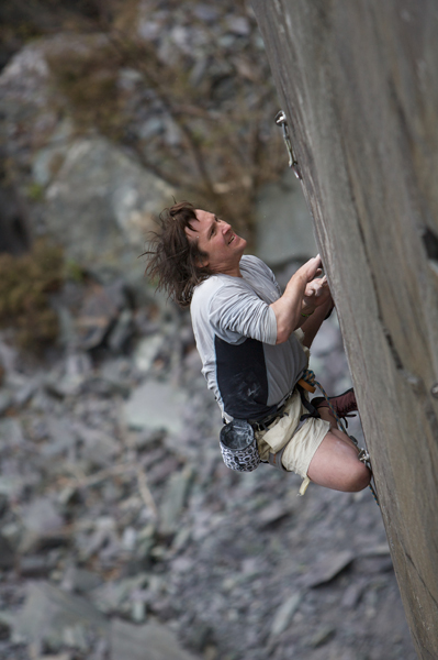 Johnny Dawes on the upper headwall of Gin Palace (F7c) Vivian Quarry, Llanberis Slate, 157 kb