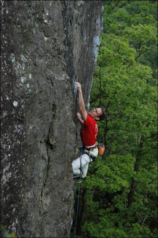Erik Svab on De Quincy, Bowderstone Crag, Lake District (E7 headpoint), 112 kb