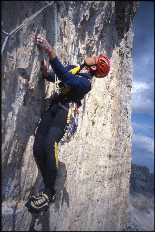Erik Svab on Phantom der Zinne (F7c+), Cima Grande, Dolomites, 99 kb