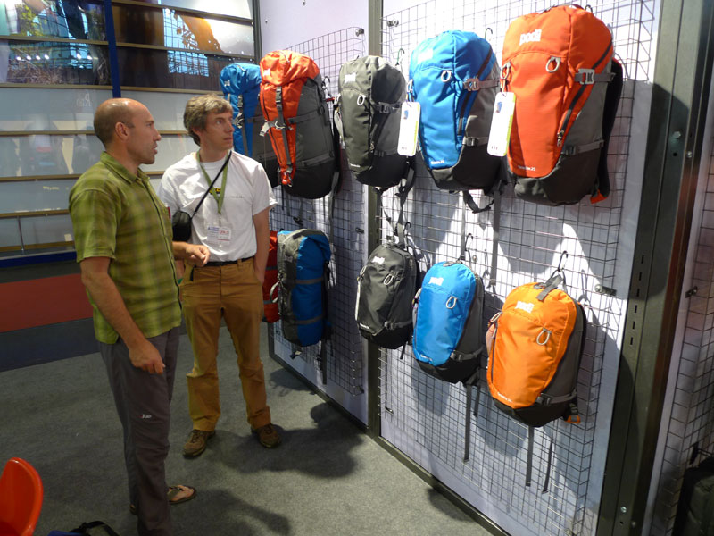 Neil McAdie of Equip Outdoor shows off the new PODsacs range to Alan James at the Friedrichshafen Outdoor show 2009, 122 kb