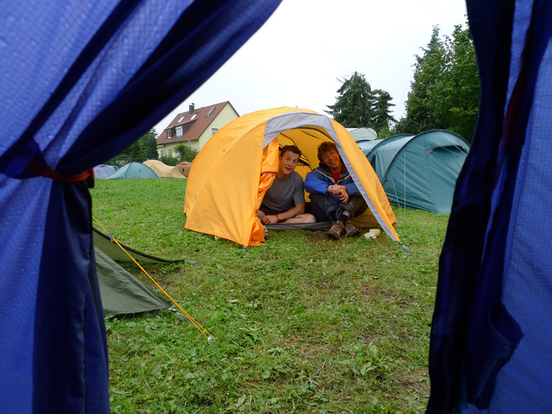 Kevin Avery and Alan James at OutDoor - tent testing as well!, 207 kb