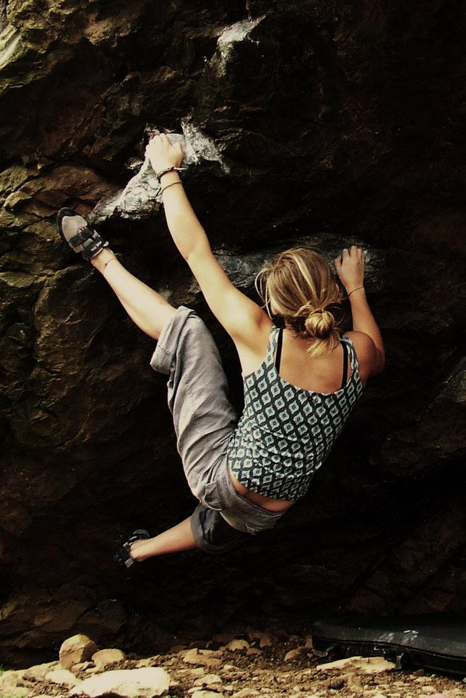 Shauna Coxsey climbing Jerry's Roof, Llanberis Pass, 154 kb