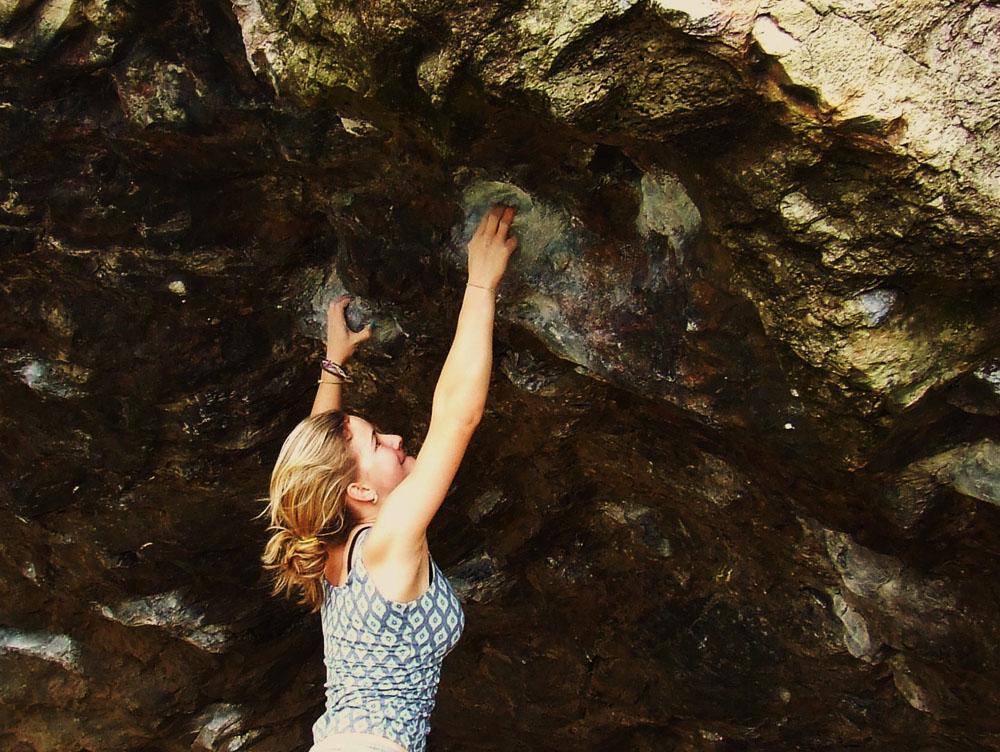 Shauna Coxsey climbing Jerry's Roof, Llanberis Pass, 226 kb